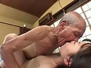 Секс стариков по японски — img 15